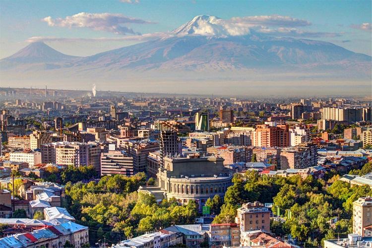 [新聞] 亞美尼亞首都埃里溫三大景點攻略,爭戰數百年卻寫下珣麗歷史的城市!港人三月入境免簽證~