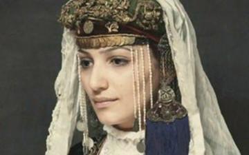 [新聞] 亞美尼亞的東西都是美的,從衣服到人,從美酒到食物